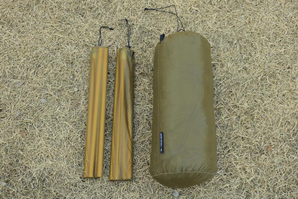 ソリスシルを収納した袋とポール