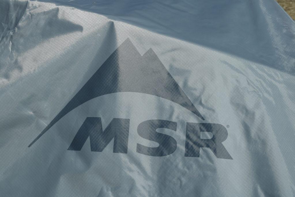 フライシートのMSRのロゴ