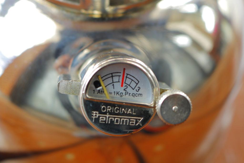 圧力計と注油口キャップがしっかり締まっているか確認