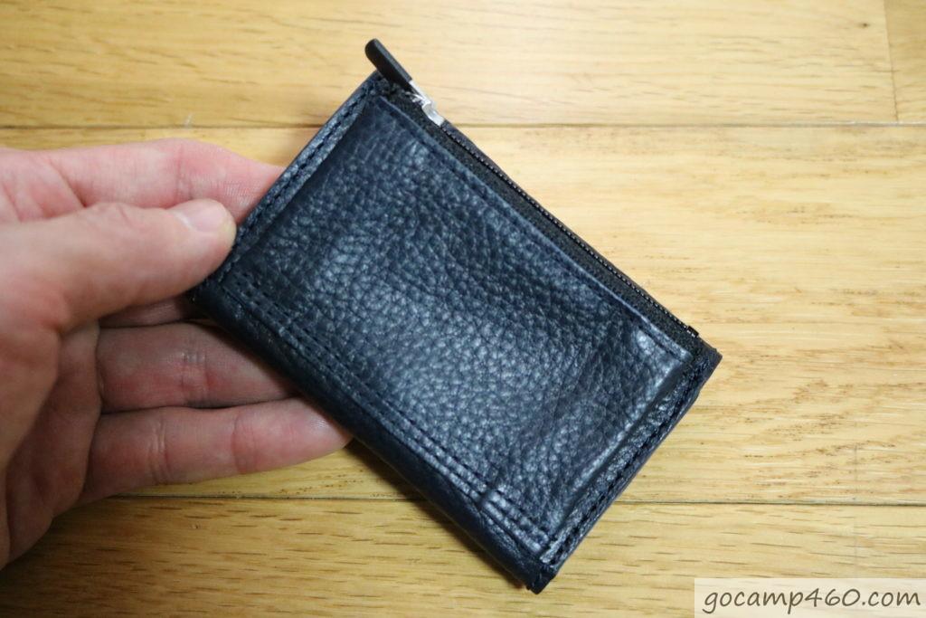 後ろから見た財布
