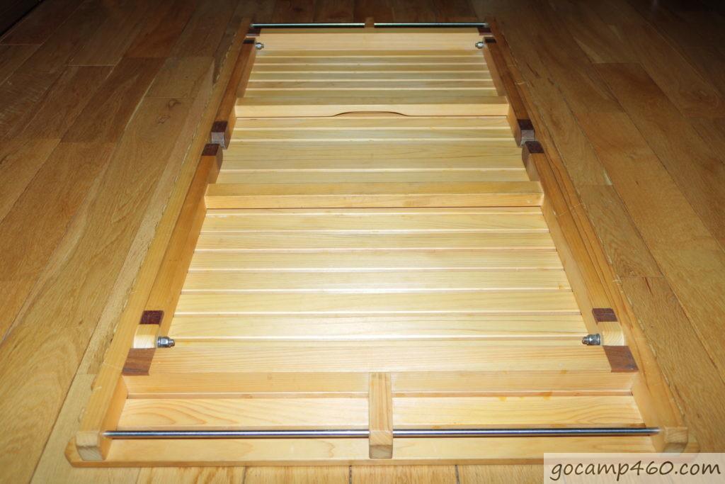折り畳んだテーブル